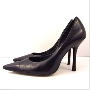 GUESS black leather classic heels CARRIE size 7B